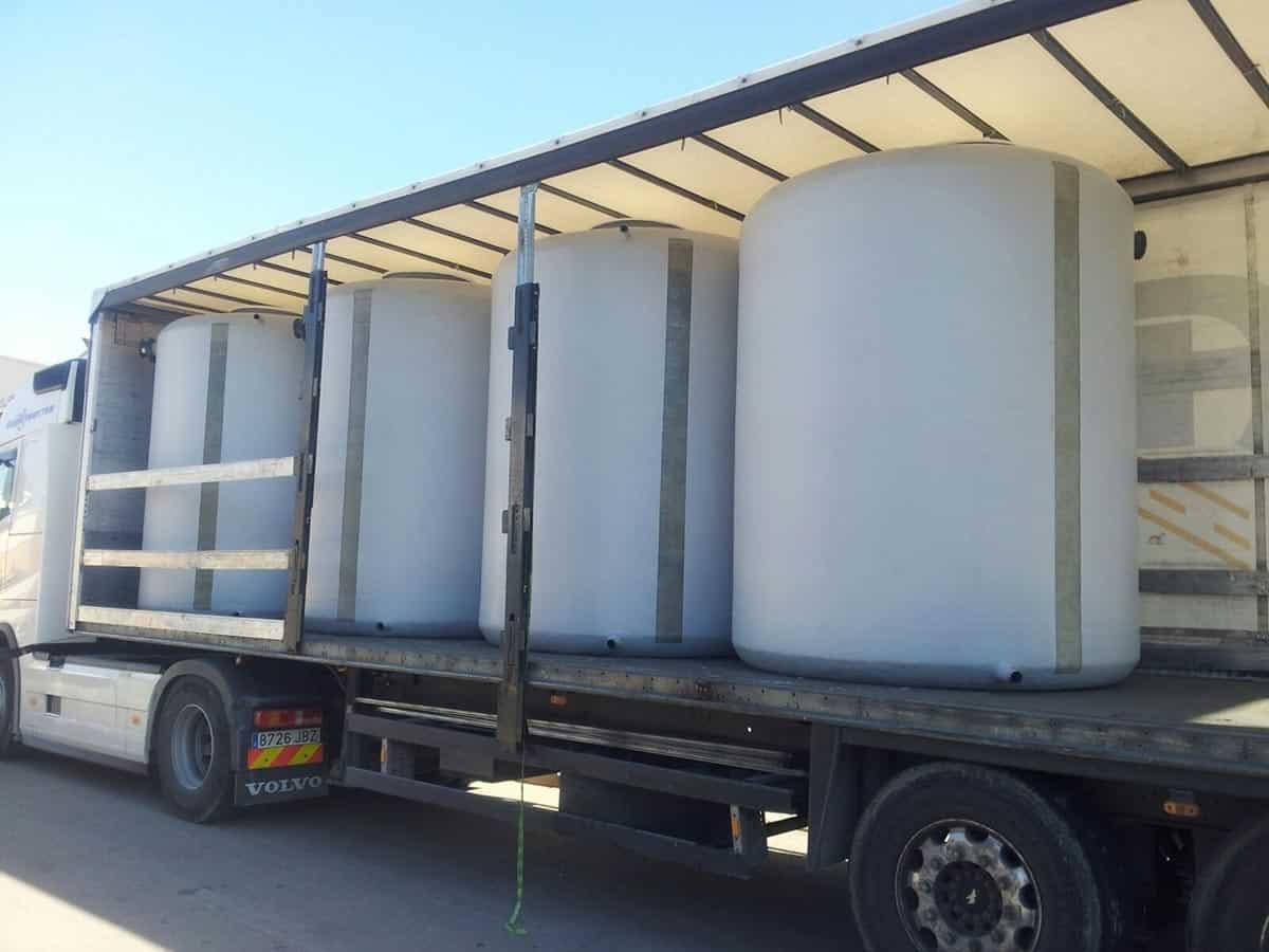 Transporte de agua potable en Ibiza